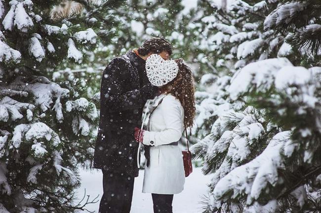 Sevgilinizle veya eşinizle kışın eve tıkılmak yerine kar yağarken kendinizi sokakalara atmalısınız.Çünkü bu eşsiz kar yağışını çok nadir yaşıyorsunuz.