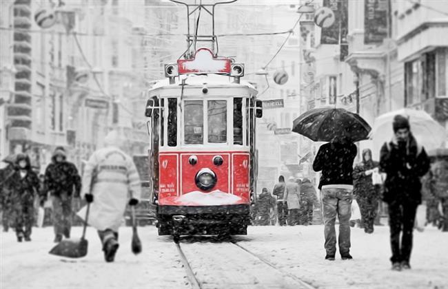 İstanbul'a aşık insanlar kar yağarken kendini eve kapatamazlar. İstanbul hep güzel ama kar yağarken daha güzeldir.