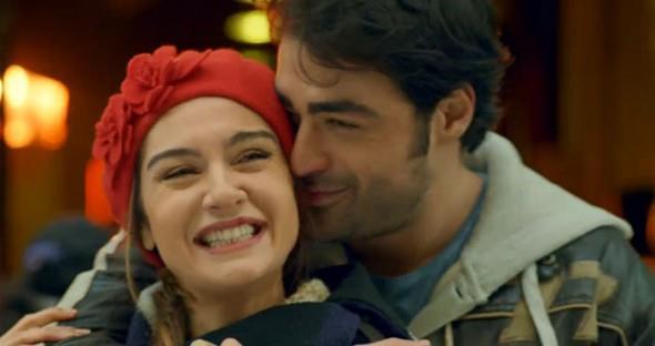 SARP Levendoğlu ile 2 Ağustos 2014'te evlenen Birce Akalay, önceki gün İstanbul Aile Mahkemesi'ne başvurarak anlaşmalı boşanma davası açtı.