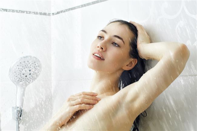 Son suyunuzu soğutmamak  Duşunuzu aldıktan sonra en son suyunuzu yavaş yavaş soğutmanız gerek. Böylece sıcaktan açılan gözeneklerinizi küçültmüş olursunuz ve sağlıklı bir cilt elde edersiniz. Ancak burada dikkat etmeniz gereken şey suyu birden soğutmamak. Eğer suyu birden bire soğutursanız vücudunuzdaki damarlar genleşip çatlayabilir.