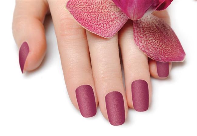 Bakır ve Gül Kurusu Tonları  Son yıllarda popülerliği oldukça artan bu renk artık hemen hemen her eşyamızın başlıca kullanım rengi oldu.Golden rose ojeler ile kışın en göz alıcı tırnaklarına sahip olabilirsiniz.