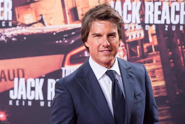 Tom Cruise ise Hollywood'un iki sarışın yıldızıyla romantik ilişkiler yaşayacak. Ama Scientology tarikatının katı kuralları nedeniyle ikisi de uzun sürmeyecek.