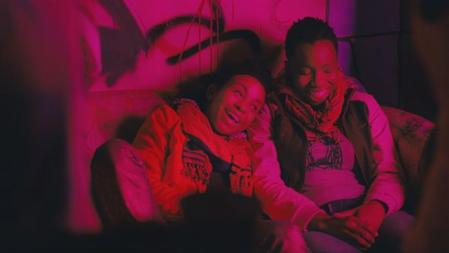 Pariah (2011)  Dee Rees tarafından senaryosu yazılmış ve yönetmenliği yapılmış olan filmin başrollerinde Kim Wayans, Nina Daniels, Kymbali Craig, Stephanie Andujar, Adepero Oduye yer alırken filmin yapımcılığını Spike Lee üstlenmiştir. Filmin ana karakteri olan Alike genç bir bireydir ve gençliğin getirmiş olduğu her şey ile yüzleşmektedir. Bunlar arasında cinsel uyanış ve kendini tanıma da yer almaktadır aynı zamanda çevrenin baskıları ve toplumsal normlar ile gelen bireyin hayatının sınırlar içerisinde yer alarak bilindik olması da yer almaktadır. Alike cinsel yönelimini kendi kabul ederken ve bu cinsel yönelimi ile beraber cinsel kimliğinin getirdiği cinsel uyanışı içerisinde bulup bunu yaşamaya, hissetmeye başlarken çevrenin ve toplumun kırbacı ile karşılaşır. Dışlanmışlık ile beraber gelen içsel çöküntü Alike için yeni bir yoldur.