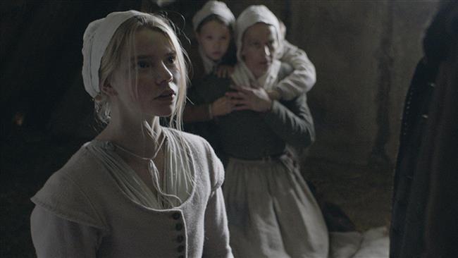 The Witch: A New-England Folktale – The Witch (2015)  Robert Eggers tarafından senaryosu yazılmış ve yönetmenliği yapılmış olan gerilim ve gizem dolu film The VVitch: A New-England Folktale – The Witch izleyicisini 1600'lü yıllara geri götürüyor ve bu yıllar içerisinde olan, daha sonra da artık bir efsaneye dönüşmüş olan bir hikayenin üçüncü gözü haline getiriyor. The Witch'in oyuncu kadrosunda muazzam performansları ile Anya Taylor-Joy, Ralph Ineson, Kate Dickie yer alırken, film izleyici için her zaman bir uyanışın ve aynı zamanda bir kabusun temsili haline gelen bir yapım niteliği taşıyor. William ve Katherine ailesini Hristiyanlığın kurallarına sıkı sıkı bağlı bir şekilde kurarken ıssız bir evde yaşamaya başlarlar. Ancak bir gün en küçük çocukları bebek Sam ortadan kaybolur. Bu kayboluş ile beraber evin genç kızı Thomasin hem melek hem de iblis olarak seçilir ancak filmin sonunda Thomasin içinde doğan dürtünün peşinden giderek tabuların olmadığı deneyimi yaşamayı seçer.
