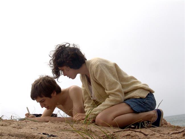 XXY (2007)  Ailesiyle birlikte Uruguay'da küçük bir balıkçı kasabasında yaşayan on beş yaşındaki Alex'in herkesten sakladığı bir sırrı vardır. Klinefelter Sendromu ile dünyaya gelen, çift cinsiyetli olan Alex için bu durumu saklamak da onunla yaşamak da zordur. Ailesinin arkadaşlarının oğullarıyla olan ziyaretiyle birlikte, Alex ve diğer herkes için bir kırılma yaşanacaktır. Cinsellik, toplumsal cinsiyet kimliği ve çocuklarla baş etme konuları etrafında şekillenen Lucio Puenzo imzasını taşıyan XXY; Arjantin, Fransa ve İspanya ortak yapımıdır. Film, 2007 yılında 'Goya En İyi yabancı İspanyolca Film' ödülüne layık görülmüştü.