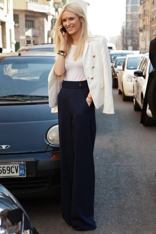 Orta yüksek ve yüksek belli pantolonlar göbek ve bel kusurlarını kapatabilmek için ideal. Uzun bacak boyu olanlar duble paça tercih edebilir.