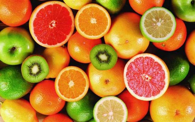 Sebze ve meyveler, günlük enerji ve protein gereksinimine çok az katkıda bulunmasının yanında mineral ve vitaminler bakımından oldukça zenginler Folat, A vitaminin ön ögesi beta-karoten, E, C, B2 vitamini, kalsiyum, demir, magnezyum, posa ve güçlü antioksidan etkinlik gösteren bileşenler içeren meyve ve sebzeler işte bunun için çok büyük önem taşıyor.  Sebze ve meyveler büyüme ve gelişme, hücre yenilenmesi, doku onarımı, deri ve göz sağlığı, diş ve diş eti sağlığı, kan yapımı ile hastalıklara karşı direncin oluşumunda etkin rol oynuyor.