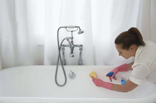 Evinizin sık kullandığınız yerlerini temizlemeye önem gösterin. Özellike tuvalet, banyo ve mutfak gibi bakterilerin oldukça yoğun olduğu yerlerde hijyenik kurallara uymazsanız hastalanma ihtimaliniz oldukça yğksek.
