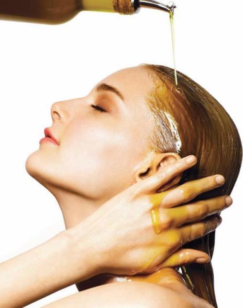 Kuru ve yeterince beslenmeyen saçlara şekil vermek oldukça zordur. Zeytinyağı ile uygulanan yağ terapisi ile saçınıza şekil verebilmeniz kolaylaşacaktır. Bunun için yapmanız gereken ise yarım bardak zeytinyağını saçınıza sürüp yaklaşık 30 dakika beklemektir. Böylece saçınız ihtiyaç duyduğu nemi kazanacak ve saçınıza daha kolay şekil verilebilecektir.