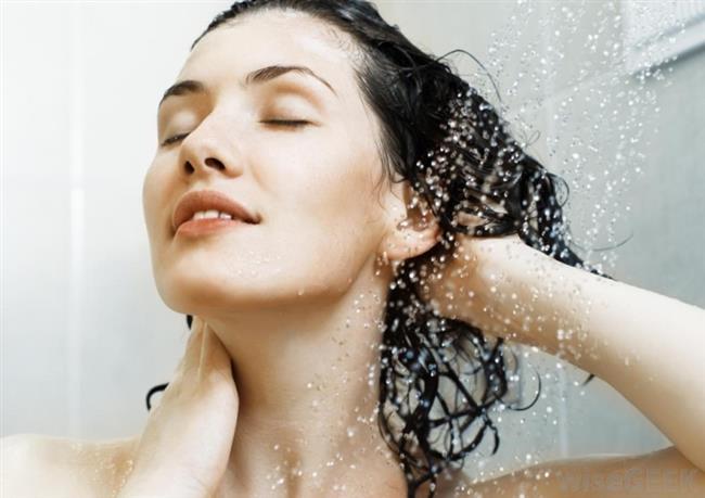 5-Saçınızı saç bonesi ile kaplayın ve yaklaşık 90 dakika bekleyin. 6-Saçlarınızı ılık suyla durulayın ve saçınızdaki yapışkanlık tamamen geçene kadar durulamaya devam edin. 7-Hassas bir şampuanla saçınızı yıkayın ve saç nemlendiricisini uygulayın.