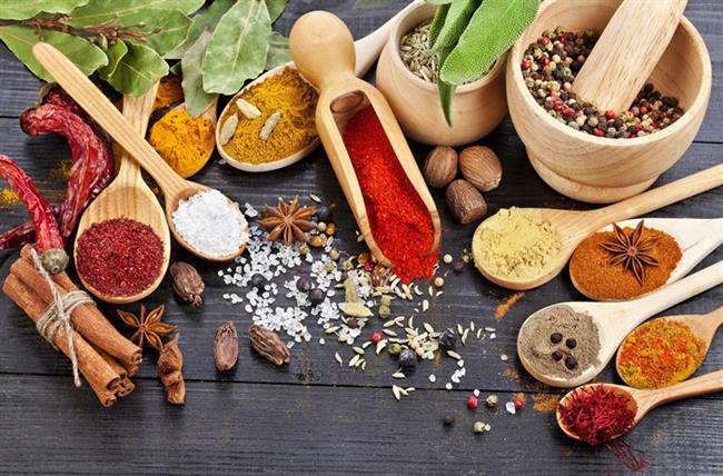 23. Baharatları kullanın Örneğin yediklerinize acı eklemek, daha uzun bir zamanda acıkmanıza yardımcı olabilir.