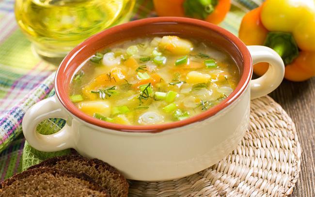 18. Çorbanız koyusundan olsun İçinde büyük sebze parçaları olan çorba içen kişilere bakılacak olursa, hem daha çabuk doyuluyormuş, hem de yüzde 20 daha az yeniliyormuş.