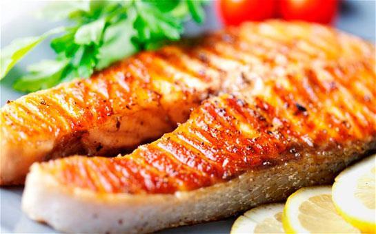 Öğle  Haşlama, ızgara veya fırında balık  Nane, marul, tere ve kırmızıbiberden oluşan bol limonlu salata Ekmek