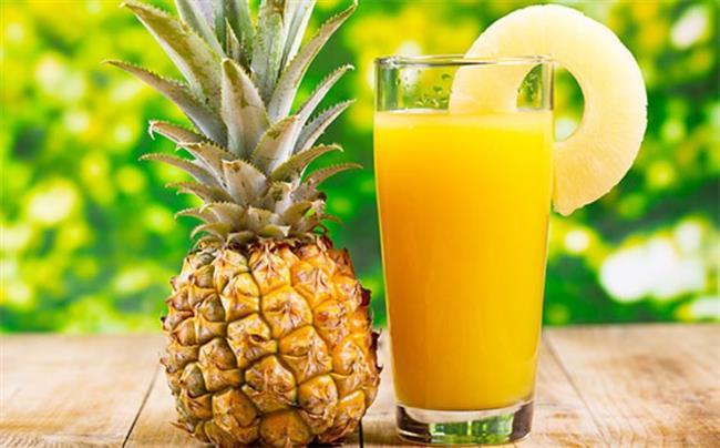 Her gün 1 bardak ananas suyu için veya birkaç dilim ananas tüketin. Ananasta protein sindirimine yardımcı olan bromelain enzimi bulunur ve bu enzim toksinlerin daha kolay atılmasına yardımcı olur.