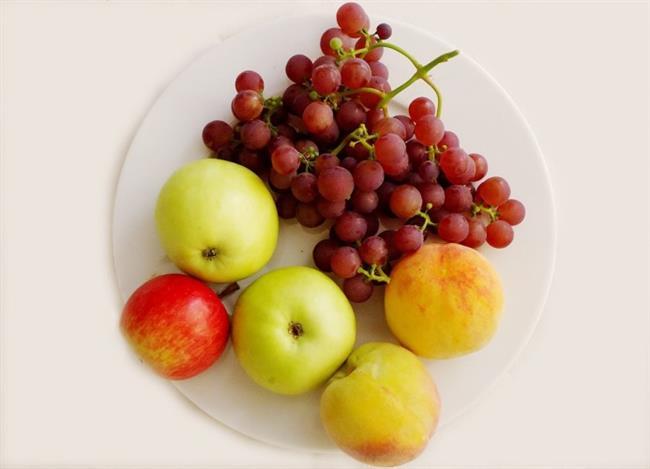 Taze sebze ve meyve tüketiminizi artırın. Sebze ve meyvelerde bulunan vitaminler ve mineraller serbest radikallerin vücuda verdiği hasarın onarılmasına yardımcı olur.