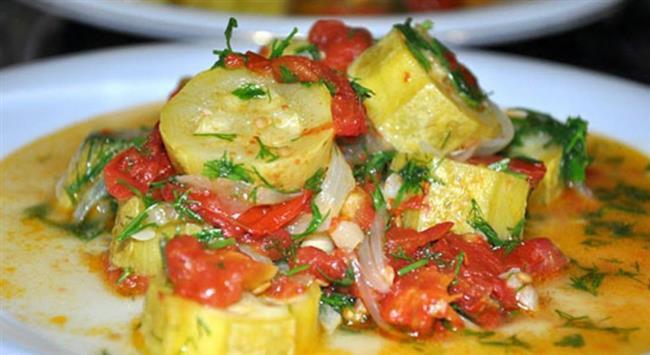 Akşam  7-8 kaşık zeytinyağlı sebze yemeği Maydanoz, domates, salatalıktan oluşan salata(limon ve elma sirkesi ile) Yoğurt Ekmek