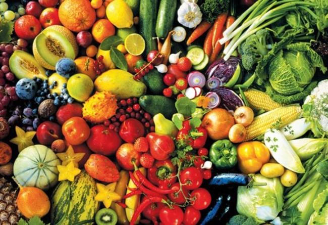 """Sigara Kullananlar İçin Beslenme Önerileri   Yeterli miktarda vitamin ve mineral içeren sebze ve meyve tüketimine ağırlık verin. Sigara içen kişilerin C vitamini ihtiyacı normalin iki katıdır. Bu nedenle C vitamini bakımından zengin olan kivi, kırmızıbiber, kuşburnu, portakal, limon, maydanoz, salatalık ve diğer yeşil yapraklı sebzeleri düzenli olarak tüketin. E vitamininden zengin soya ürünleri, zeytinyağı, ceviz ve fındık tüketin.  <a href=  http://mahmure.hurriyet.com.tr/foto/saglik/vucudun-en-cok-ihtiyac-duydugu-vitaminler_41431  style=""""color:red; font:bold 11pt arial; text-decoration:none;""""  target=""""_blank"""">Vücudun En Çok İhtiyaç Duyduğu Vitaminler"""