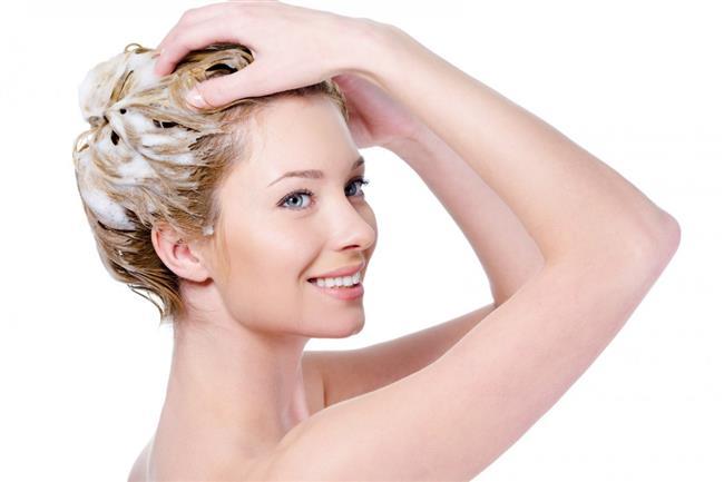 Doğal yağlardan yararlanarak saçlarınızın dengesini artırabilirsiniz.