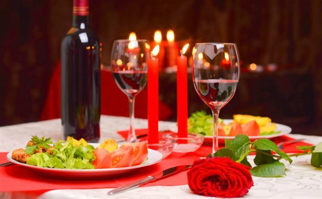 BOĞA BURCU   Klasik ve rahatına düşkün boğa burcuna sevgililer gününde klasik hediyelerden vazgeçmeyin. Boğa erkeğine şık bir bay cüzdan,fular ve erkek akseusar setleri hediye edebilirsiniz. Tabiki bunun yanında hazırlayacağınız romantik bir müzik eşliğinde şık bir masa onu mutlu edebilir.