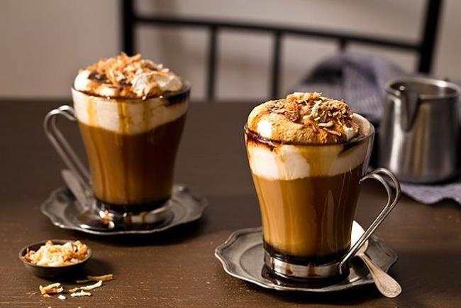 MOCHA   Eğlenceli ve yaratıcı birisiniz. Kahvenin tadını pek sevmiyorusunuz bu yüzden farklı tatlarda kahve arıyosunuz ancak sizi ayağa kaldıracak tek şey de kahvenin kendisi.
