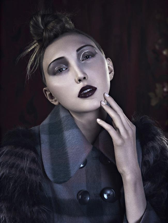 Cierra Skye  Cierra, geniş alnı, sipsivri suratı, makyajla birlikte son derece değişik bir ifadeye sahip.