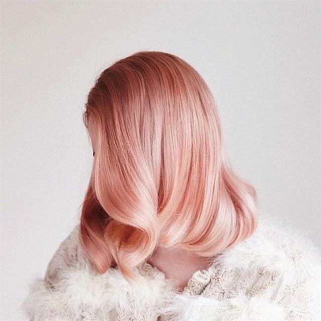 Bu yıl saç renkleri farklı bir boyutta karşımıza çıkıyor. Bilinenin aksine oldukça farklı tonların kullanıldığı bir trendle karşı karşıyayız.