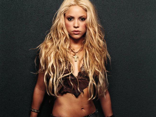 """Gösteri dünyasının ünlüleri bazen öyle beklenmedik davranışlarda bulunuyorlar ki buna olsa olsa """"kapris"""" denilir. İşte ünlü yıldızların bazıları mütevazı bazıları """"bu kadarı da olmaz"""" dedirten kaprisleri...   11 Temmuz'da İstanbul'da hayranlarıyla buluşacak olan dünyaca ünlü yıldız Shakira, kulisi için istediği yiyecek ve içecek listesiyle şaşırttı."""