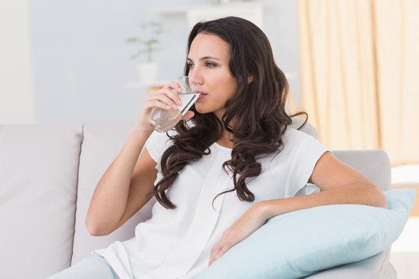 Sıvı tüketimine özen gösterilmelidir  Çay, kahve yemekten bir saat önce veya bir saat sonra tüketilmelidir. Yeterli su ve sıvı tüketimine dikkat edilmelidir.