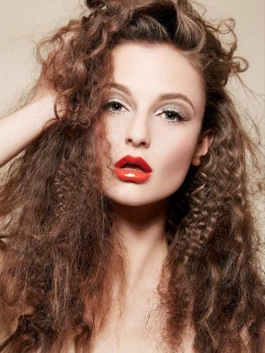 • Eğer saç boyalı ise saç yarıdan yarıya yenilenene kadar boya işlemi tekrar uygulanmamalıdır.