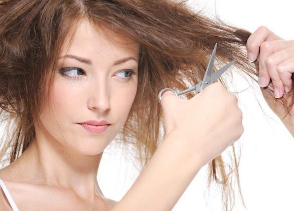 • Bunun yanında saça hareket katmak ve kök hücreleri yenilemek için saçın kırıkları alınabilir ve yapılabiliyorsa saç olduğundan daha kısa bir hale gelecek şekilde kesilebilir. Öncelikli iş saçın ve saç diplerinin hava alması adına 2 ila 4 ay kadar boyadan ve aşırı ısı yükleyecek her türlü işlemden uzak durulmasıdır.