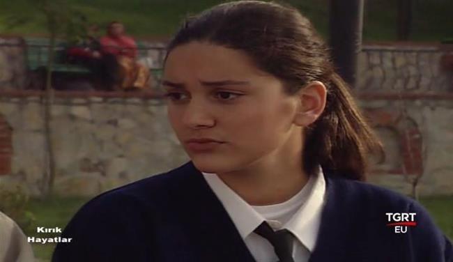 Bergüzar Korel - Kırık Hayatlar (1998)