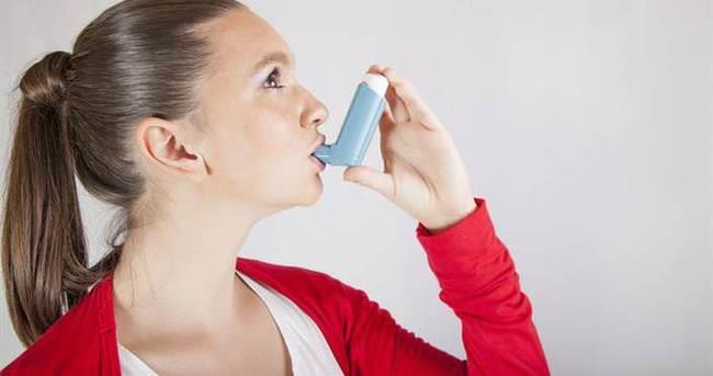 Akciğerlerdeki iltihaplanmayı azaltmaya yardımcı olur ve astım, alerjiler, soğuk algınlığı, tıkanma, saman nezlesi ve sinüs tıkanıklığı gibi diğer durumlara yardımcı olabilir. Geleneksel tedavilerin aksine, bu terapötik teknik olumsuz bir yan etki yaratmaz.