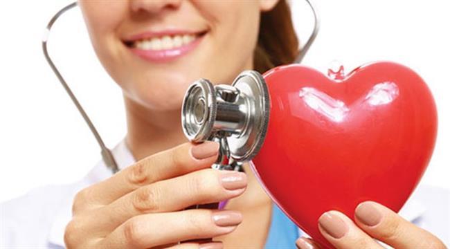 Kalp- damar sağlığını koruyor  Yüksek oranda potasyum içermesi sayesinde kan basıncını (tansiyonu) düşürmede etkili oluyor. Ayrıca çözünebilir bir lif olan pektinin ayvada yüksek olarak bulunması kolesterolü düşürmeye yardımcı oluyor. Ayva içeriğindeki demir, çinko ve bakır gibi mineraller sayesinde kan hücrelerinin yapımını ve kanın akışkanlığını artırarak dolaşım üzerine olumlu etkiler sağlıyor.