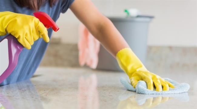 Hijyen Sağlarken Nelere Dikkat Etmeliyiz?  Hijyenik bir ortam için sağlamak için çeşitli temizlik malzemeleri kullanırız. Çamaşır suyu bu konuda güvendiğimiz temizlik malzemelerinin başında gelir.  Bugüne kadar 200'e yakın ev bakım ve temizlik ürünü formülü geliştiren, HighGenic markasının yaratıcısı Kimyager Sevginar Baştekin, temizlik malzemeleri ile hijyen sağlarken önemle üzerinde durulması gereken konunun bu maddeleri kullandıktan sonra bol su ile uygulama yapılan alanın durulanması ve temizlik yapılan ortamın iyice havalandırılması gerektiği olduğunun altını çiziyor. Bir diğer önemli konu da, ürünlerin etiketinde yazan kullanma talimatına göre uygulanması.