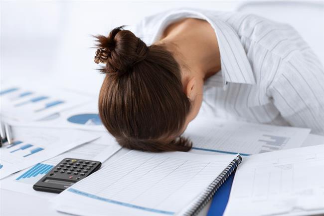 Dikkatinizi toplayamıyor, bir işe odaklanamıyor ve sık sık her şeyi unutuyorsanız beyin yorgunluğu yaşıyor olabilirsiniz.