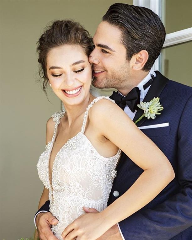 Neslihan Atagül  Neslihan Atagül'de düğün töreninde doğal görünümlü bir makyaj yapmayı tercih edenlerden.