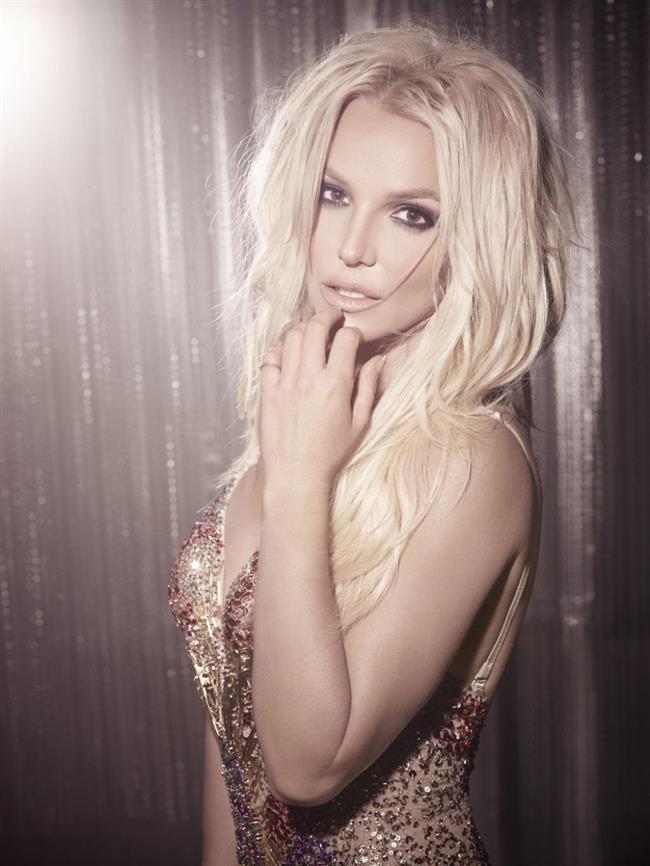 """BRITNEY SPEARS   Şöhretin yükünü kaldıramayan pop yıldızı Britney Spears, kısa süre önce psikolojik olarak tamamen dibe vurmuştu. Psikolojik yardım alan Spears'a bipolar teşhisi konuldu. Psikolog Robert Butterworth ünlü şarkıcı için """"Tutarsız davranışları, ani öfkesi, coşku patlamaları, karar vermekte zorlanması ve sekse olan aşırı ilgisi bipolar olduğunu açıkça gösteriyor"""" diyor."""