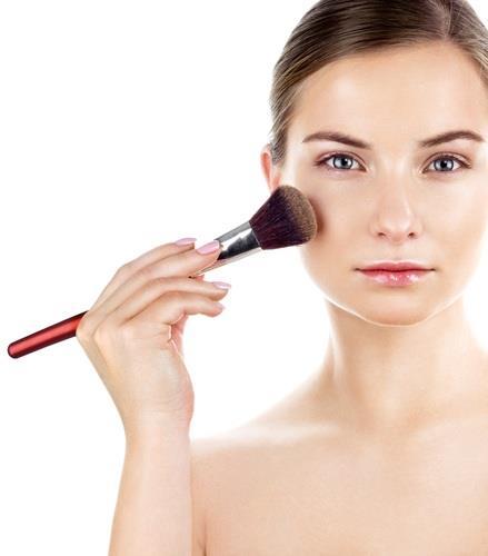 Allık, makyajı tamamlayan önemli ürünlerden biri. Bu nedenle allık seçimi yapılırken ve allık kullanımı sırasında bazı püf noktalarını bilmek ve uygulamak gerekiyor.