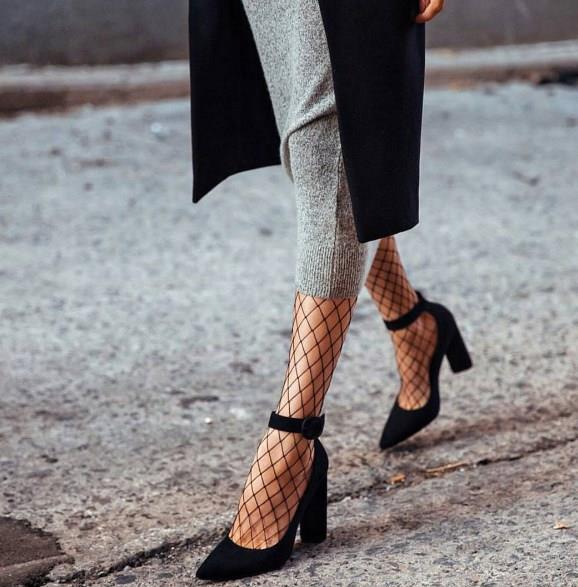 File çorap modellerini kısa paça kot ya da kumaş pantolonlar ile kullanabileceğiniz gibi ayakkabı seçiminde spor ayakkabılar ya da topuklu ayakkabı ile rahatlıkla kombinleyebilirsiniz.