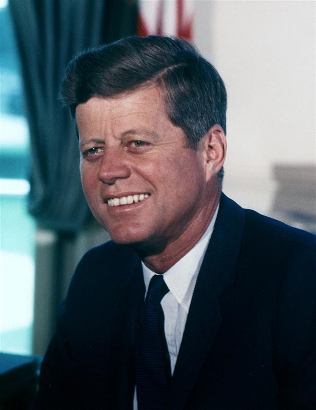 John F. Kennedy'nin, ''Eğer bir gün seks yapmazsam başım ağrıyor'' dediği biliniyor. Bu nedenle  Kennedy cinsel ihtiyaçlarını karşılamak için evliyken düzinelerce kadınla seks yapmış.