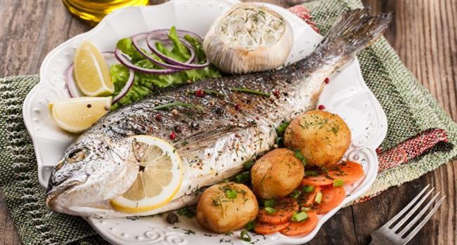 Lezzetiyle kış sofralarının vazgeçilmezleri arasında yer alan balık, sağlığımız ve güzelliğimiz üzerinde de birçok fayda sağlıyor. Bu nedenle uzmanlar her fırsatta haftada en az 300-350 gram yağlı balık tüketmemiz gerektiğine dikkat çekiyor!