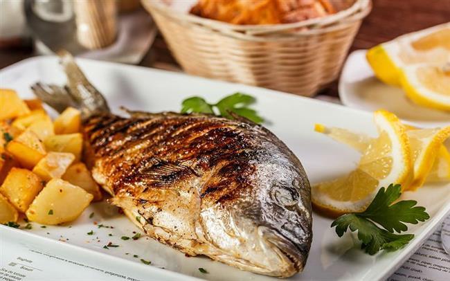 Vücudun solunum ile sindirim gibi yaşamsal faaliyetlerinin devamlılığını sağlayan proteinden zengin olan balık, bağışıklık sistemini destekleyen ve göz sağlığını koruyan A vitamini, kalsiyumun kemiklere yerleşmesini sağlayan D vitamini ile kanın pıhtılaşmasında görevli K vitamini de içeriyor. Balık bu vitaminlere ek olarak B gurubu vitaminleri B6 ve B12 yönünden de zengin. Ayrıca iyot, selenyum, magnezyum, fosfor ve çinko mineralleri açısından iyi bir kaynak olarak biliniyor. Ancak balığı bu kadar değerli yapan sadece protein, vitamin ve minerallerden zengin oluşu değil. Balık aynı zamanda omega 3 yağ asitlerinin en önemli kaynağı.