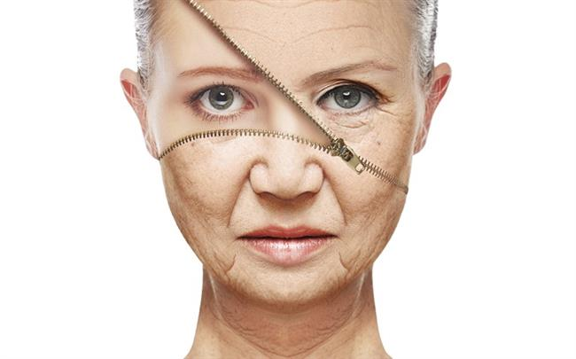 2. Cildin yaşlanmasını geciktiriyor  Balık protein açısından oldukça zengin bir kaynak. İçerdiği protein sayesinde cilde esneklik sağlayan kollajen dokusunu destekleyerek yaşlanmaya karşı direnci arttırıyor. Hem kollajen dokusunu desteklemesi hem de hücre yapısını koruması sayesinde kırışıkların oluşumunu azaltmaya ve cildin yaşlanmasını geciktirmeye yardımcı oluyor. Bunun yanı sıra güneşin zararlı ışınlarına karşı cildin bağışıklık sistemini destekleyerek UV ışınlarına karşı koruyucu kalkan oluşturuyor.