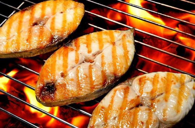 10. Egzama riskini azaltıyor  Yapılan bazı çalışmalar balığın sedef hastalığı ve egzama gibi deri hastalıklarının da önlenmesine yardımcı olabileceğini gösteriyor.