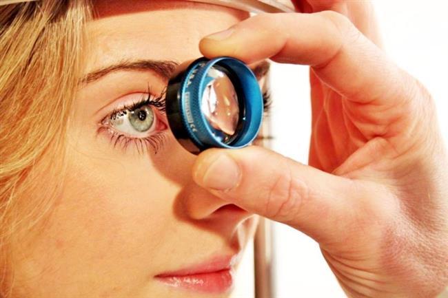 9. Göz sağlığını destekliyor  Omega 3 yağ asitlerinin görsel gelişim ve retina sağlığı açısından önemli olduğu biliniyor. Özellikle retinanın bozulması ve görüşün bulanıklaşmasına neden olabilecek göz hastalıklarına karşı koruyucu etki gösteriyor. Araştırmalar, yeterli balık ve omega-3 yağ asitleri tüketen kişilerde göz hastalığı oluşma riskinin balık tüketmeyenlere göre daha az olduğunu gösteriyor.
