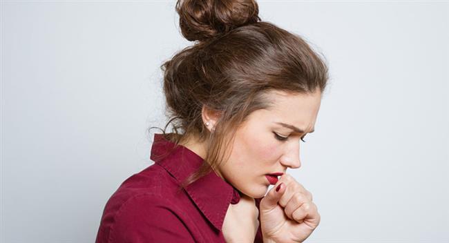 6. Tiroit Bezi İltihabı   Öksürüğün işaret ettiği bir başka hastalık da, ender de görülse tiroit bezi iltihabı. Bu hastalıkta öksürük hırıltı bir özellikle sergiliyor. Astım atağındaki kuru öksürük gibi de olabiliyor ve tedavi sonrası geriliyor.