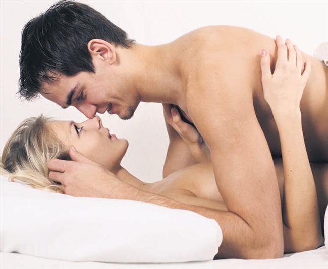 YANLIŞ 5: Cinsel Organın Vajinaya Girmesi Zordur  Birçok kadında vajinanın yapısına yönelik dar, sert ve esnemez olduğu yönünde yanlış inanışlar vardır. Oysa vajina sevişme ile birlikte esneyebilen ve uzayabilen bir yapıya sahiptir. Vajinanın esneyebilme ve uzayabilmesinin en büyük bilimsel kanıtı doğumdur. Vajina cinsel ilişki sırasında erkeğin cinsel organının büyüklüğü ya da küçüklüğüne göre kendini hazırlar ve şekil alır. Bu cinsel mit, cinsel ilişki sırasında kadının kendini kasmasına neden olduğu için, kadında cinsel ilişkiye girememeye yönelik cinsel işlev bozukluğuna neden olmaktadır.