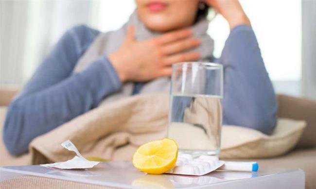 Soğuk algınlığı, grip, bronşit, farenjit… Soğuk havanın iliklerimize kadar işlediği kış aylarında hastalıkların görülme oranı iyice artıyor. Bizi yorgan döşek yatıran hastalıklardan korunmanın en etkili yollarından biri ise vücudumuzda enfeksiyona neden olan virüs ve bakteri gibi mikroorganizmaların zararlı etkilerine karşı adeta kalkan görevi üstlenen bağışıklık sistemimizi güçlendirmek. Bağışıklık sisteminin güçlenmesi için olmazsa olmaz 3 kural da: Su içmeyi ihmal etmemek, uyku düzenine önem vermek, beslenmenizin yeterli ve dengeli olduğundan emin olmak. Bağışıklık sistemini güçlendiren etkiye sahip besinleri soframızdan eksik etmemek de çok önemli.  Acıbadem Fulya Hastanesi Beslenme ve Diyet Uzmanı Melike Şeyma Deniz hastalıklardan korunmak için düzenli olarak tüketmeniz gereken besinleri anlattı, önemli önerilerde bulundu.