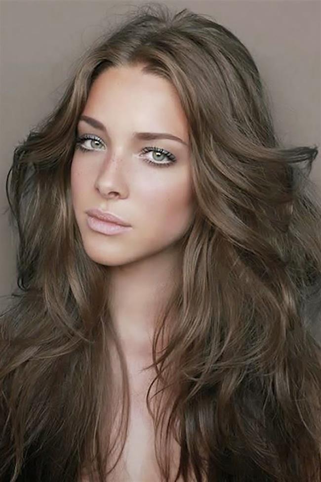 Boğa Burcu:  Boğa burcu kadını, ayakları yere basan, güvenilir ve sabırlıdır. En negatif özelliği ise zaman zaman çok kararsız olmasıdır. Kendilerine dikkat ederler, giyimlerine ve kıyafetlerine özen gösterirler. Boğa burçlarının genellikle yoğun ve kalın telli saçları vardır, bu nedenle kolay şekil alır. Doğal görünümlü, dalgalı ve açık renk saçlardan vazgeçemezler.