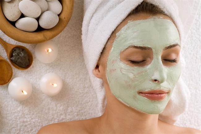 Ne İşe Yarıyor: Kaymak cildi yumuşatır, nemlendirir ve cilde elastikiyet kazandırır. Kırışıklara karşı da etkilidir. Elma ise cildin diri kalması için önemli etken.   Ne Zaman Kullanmalı: Haftada bir kez.